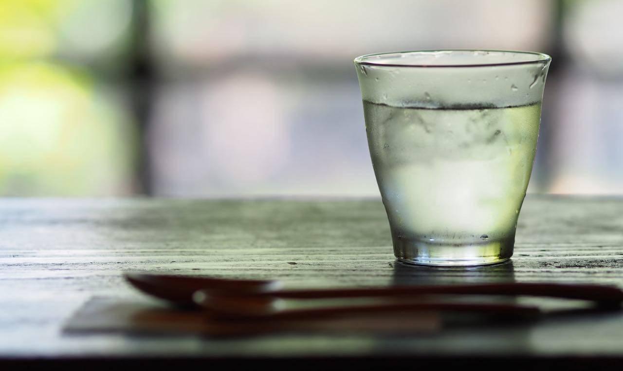 L'acqua e i suoi poteri dimagranti: ecco quando berla per stare bene