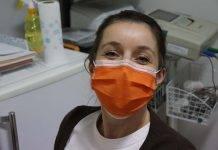 Covid-19, come far aderire le mascherine? Ecco come fanno i medici