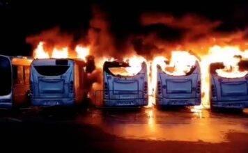 Notte di fuoco a Roma: bruciano sette autobus Atac, cos'è su