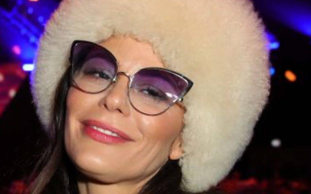 Naike Rivelli immortala mamma Ornella Muti stesa per terra, che schianto