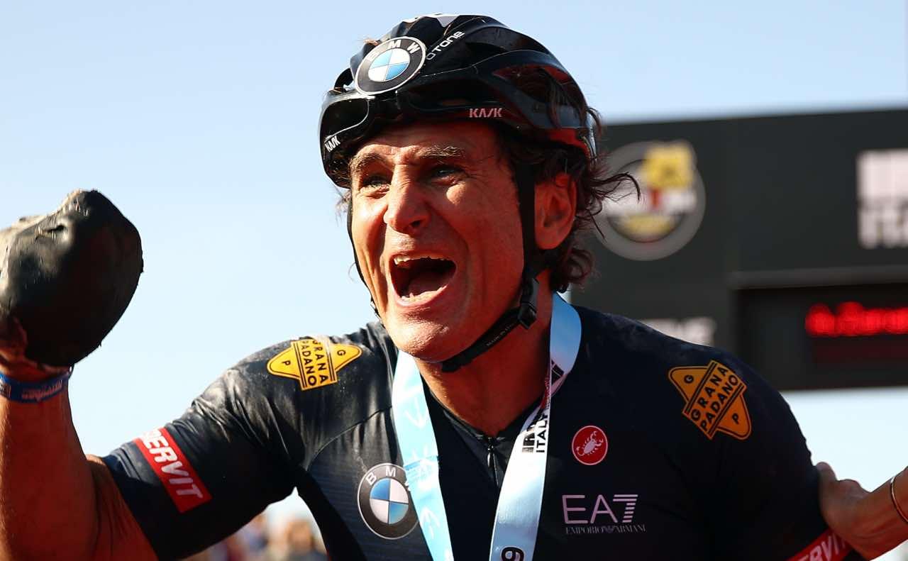 """Alex Zanardi, il commovente messaggio di Nicolò: """"Forza papà"""""""