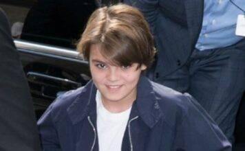 Oggi ha 18 anni, è il figlio di una star di Hollywood, lo ri
