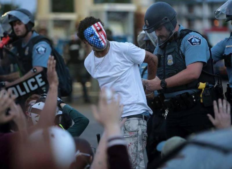 USA Notte di violenze, Trump nel bunker