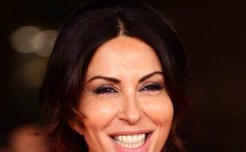 Sabrina Ferilli sensazionale: flessioni e lato B da invidia