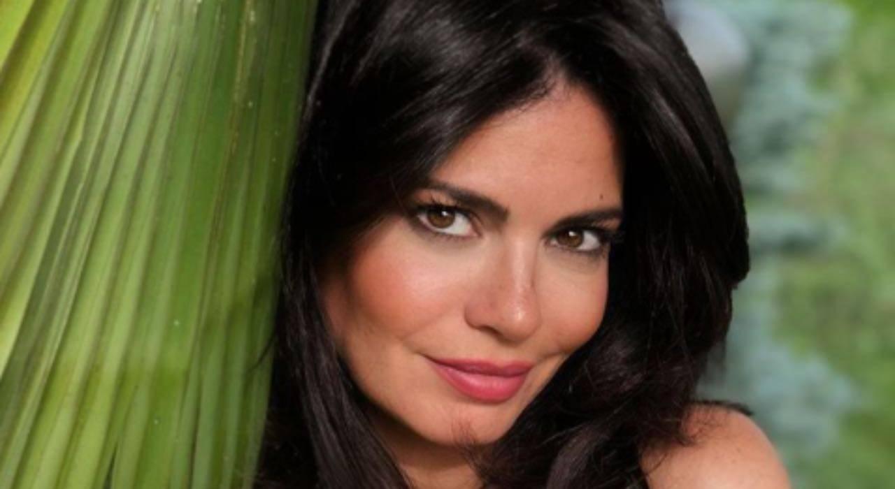 Laura Torrisi wow: notate la somiglianza con l'altra siciliana?