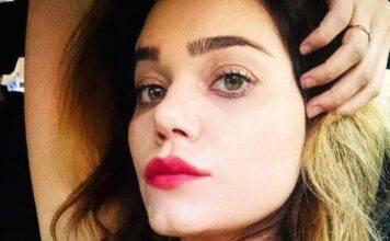 Romina Carrisi malinconica, l'abbraccio di Ylenia: la dolcezza infinita