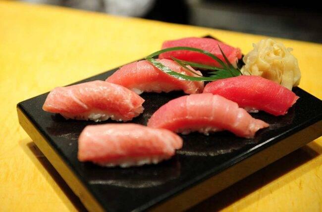 Tokyo, mangia sushi e si ritrova un verme nella gola