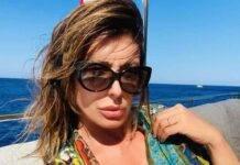 """Sabrina Salerno sexy esplosiva: foto che """"rompe il muro"""""""