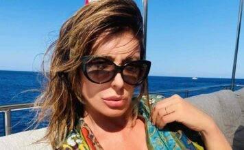 """Sabrina Salerno bomba che """"rompe il muro"""": foto esplosiva"""
