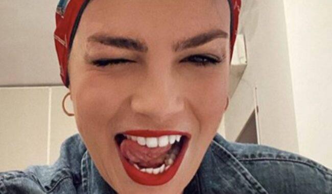 Emma Marrone pubblica la chat privata con un hater: il dialogo surreale