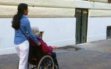 """Cercasi badante """"ma non di colore"""": indignazione a Pescara"""