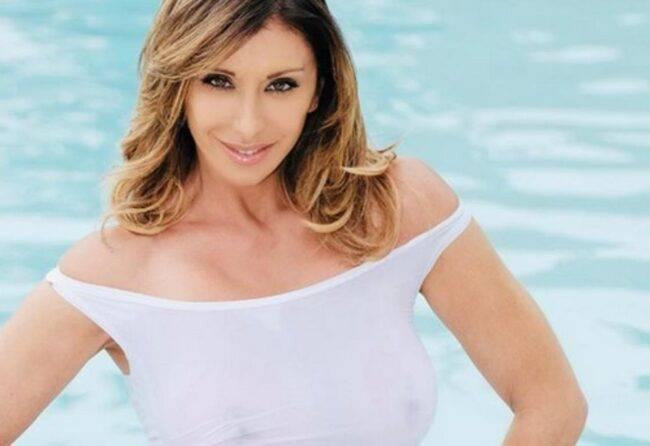 Sabrina Salerno, una dea in costume: lato B da urlo!