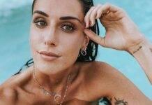 Valentina Vignali, che fisico con quel bikini mentre vola a canestro