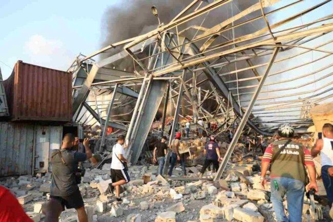Beirut, ora sono centinaia le vittime: l'Italia manda aiuti umanitari
