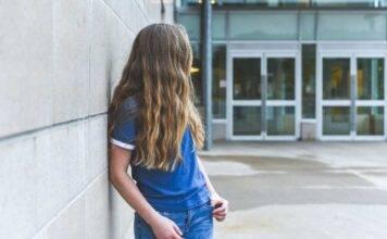Se*so con alunna 16enne |  messaggi e relazioni proibite |  professoressa arrestata