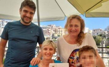 Pozzuoli, turisti piemontesi derubati: l'omaggio del sindaco