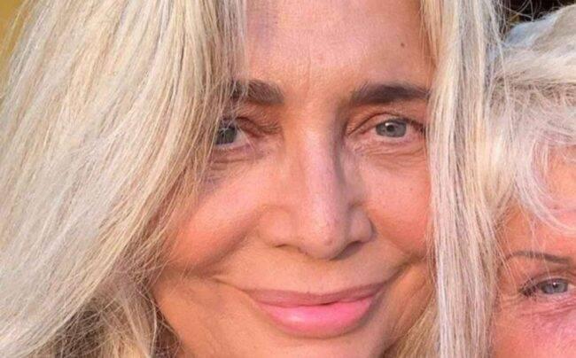 Mara Venier torna bambina e scorda il dolore: piena d'amore