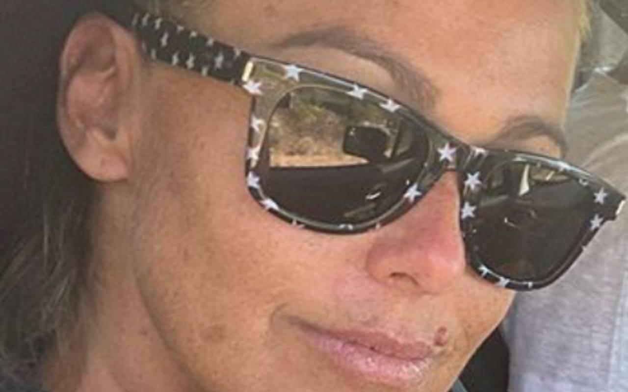 """Sonia Bruganelli """"sotto assedio"""": massaggi e relax, è polemica"""