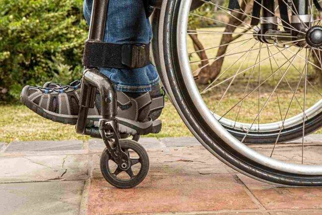 Abusano di una bimba disabile: arrestati grazie alla madre