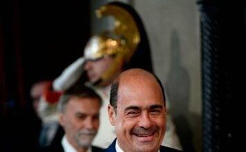 Elezioni, Zingaretti festeggia al bar, ha vinto lui? Chi ride e chi piange dopo il voto