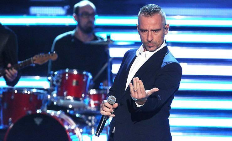 """""""Hai sbagliato numero, sono Eros Ramazzotti"""": incredibile gesto del cantante"""