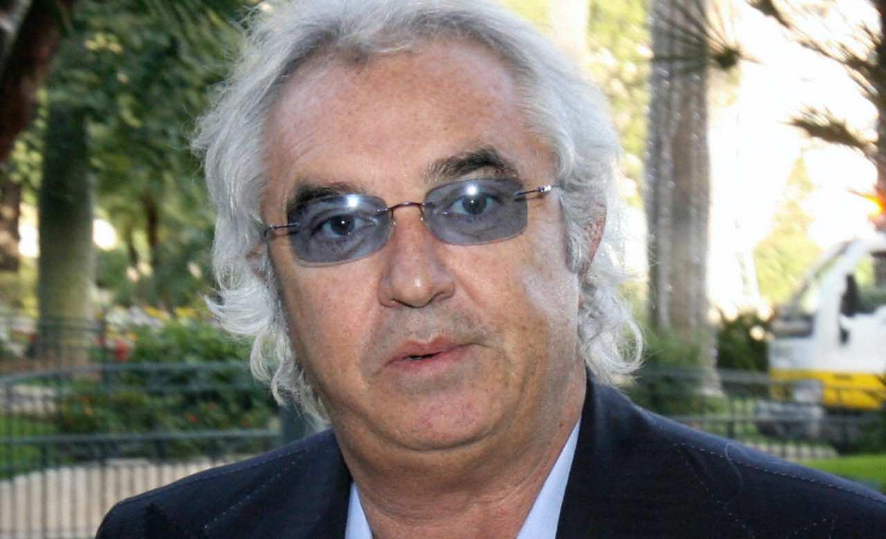 Selvaggia Lucarelli massacra Elisabetta Gregoraci
