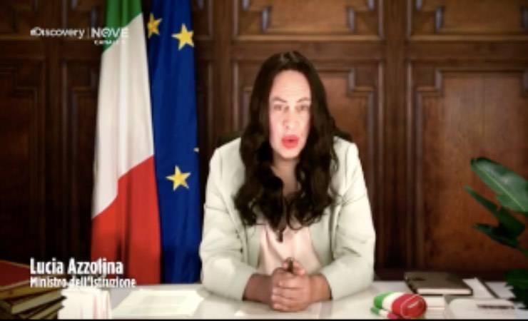 """Crozza e ministra Azzolina: """"Lady Gaga fa meglio al posto mio?"""""""