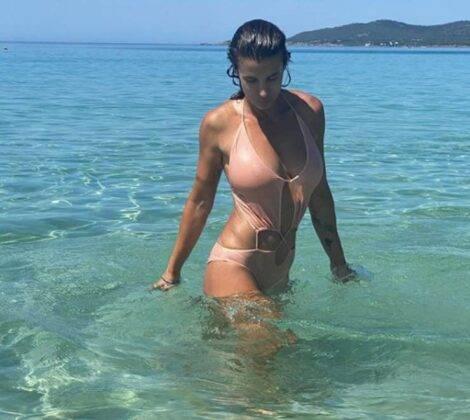 Elisabetta Canalis 42 anni e non sentirli: le 5 foto più sensuali