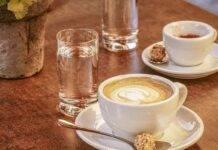 Bere l'acqua prima o dopo il caffè? Ecco la risposta che non ti aspetti
