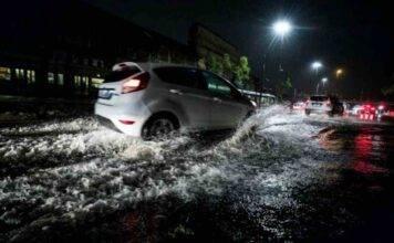 Violento nubifragio a Roma: metro allagata e auto sommerse, VIDEO