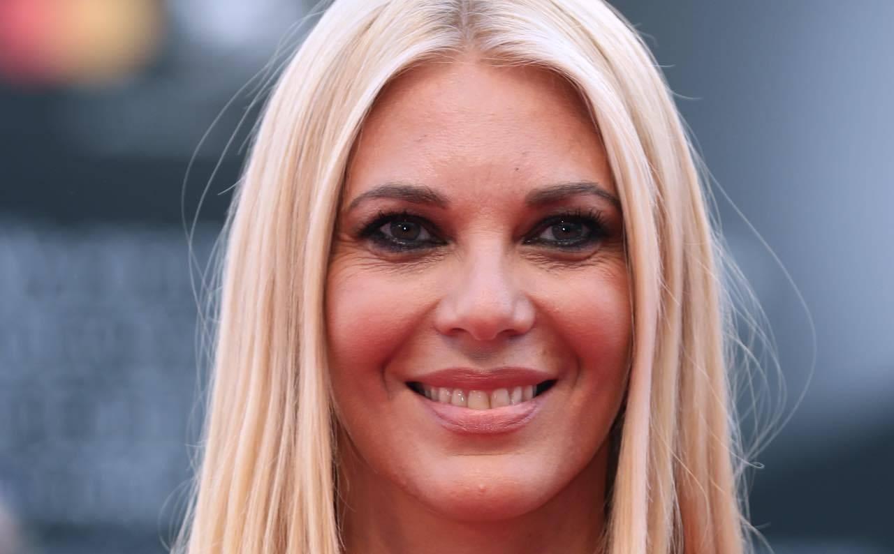 Eleonora Daniele, enorme scivolone in diretta: il web l'attacca
