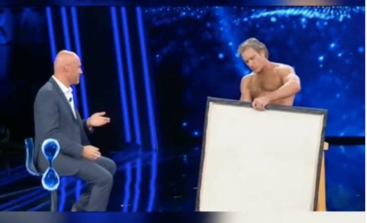 Tu si que vales, nudo in diretta dipinge con i genitali: shock Belen