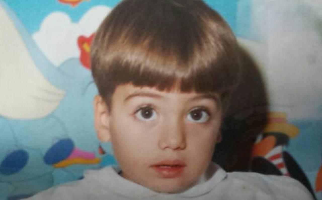 Qui era un bambino, oggi è un sexy concorrente del GF Vip: chi è?