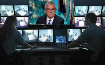 Giornalista non si accorge che la webcam è accesa e si masturba in videoconferenza