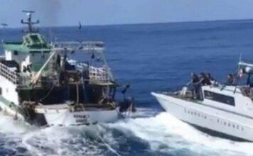 """La motovedetta italiana spara alla barca tunisina: """"Hannotrovato droga a bordo"""""""