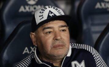 """Selfie shock con Maradona nella bara: """"chiedo rispetto e perdono"""""""