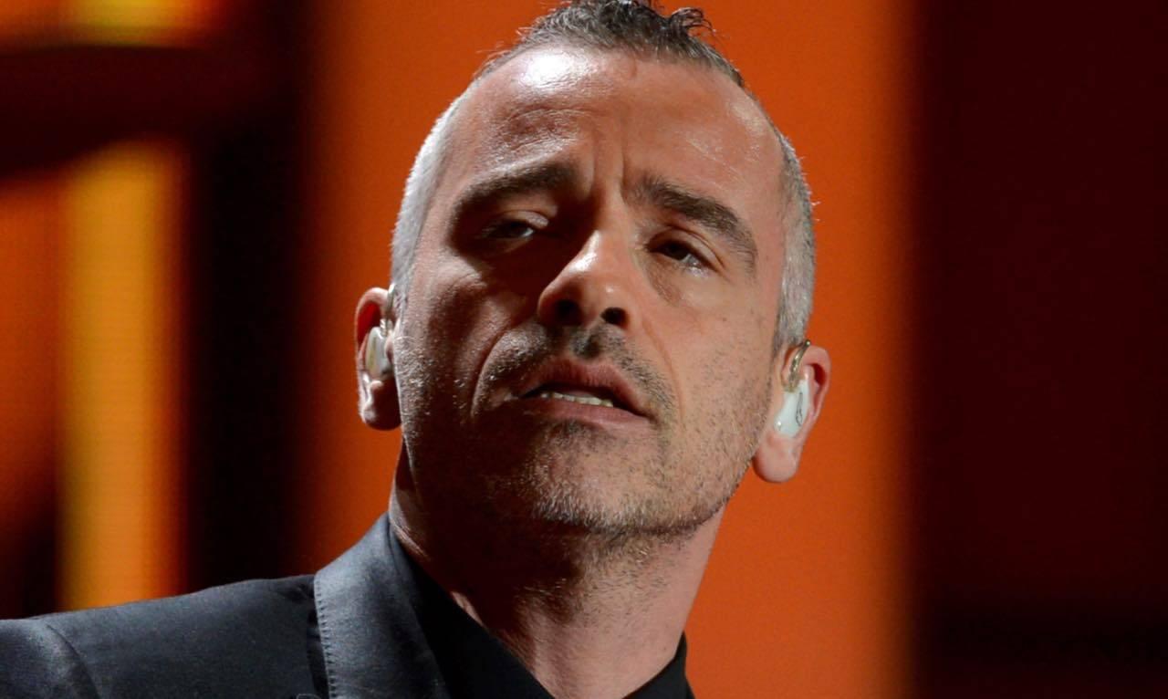 Eros Ramazzotti malinconico: il cantante ricorda tempi ormai andati