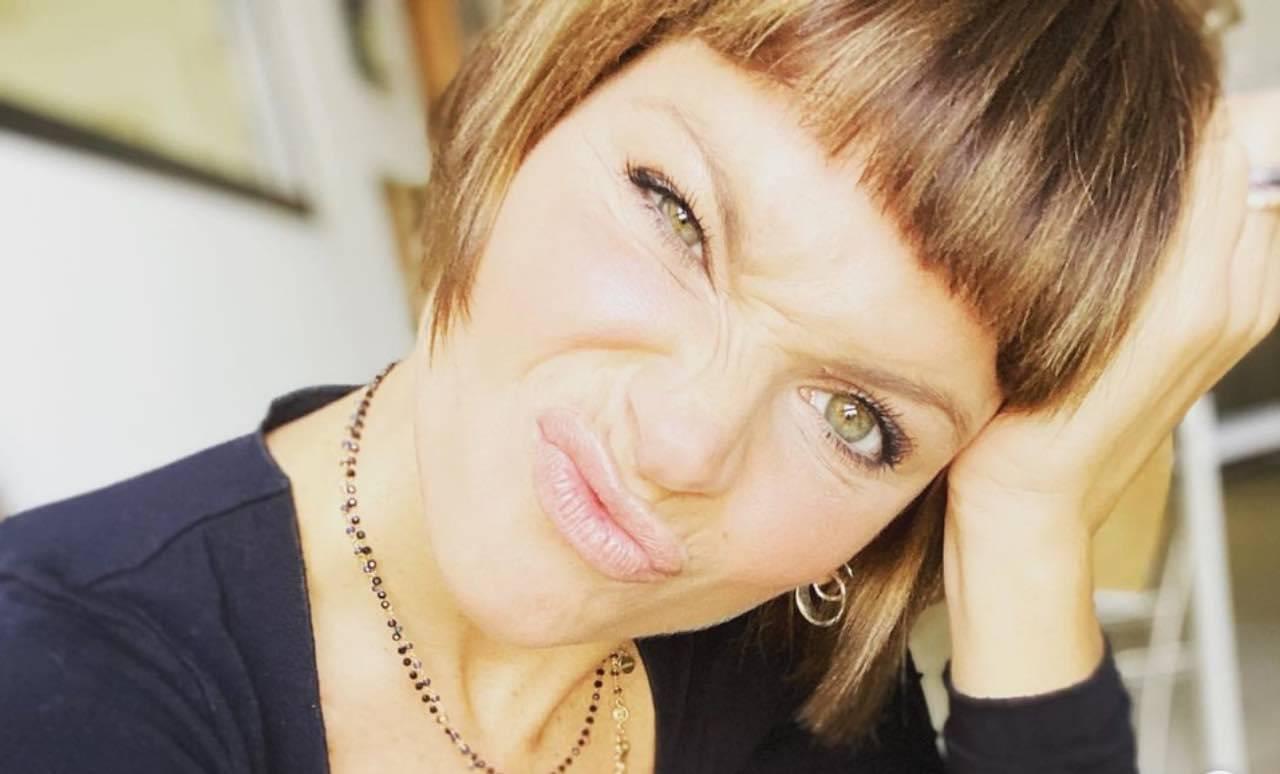 """Alessandra Amoroso lo scatto non sfugge: """"apparire ciò che non siamo"""""""
