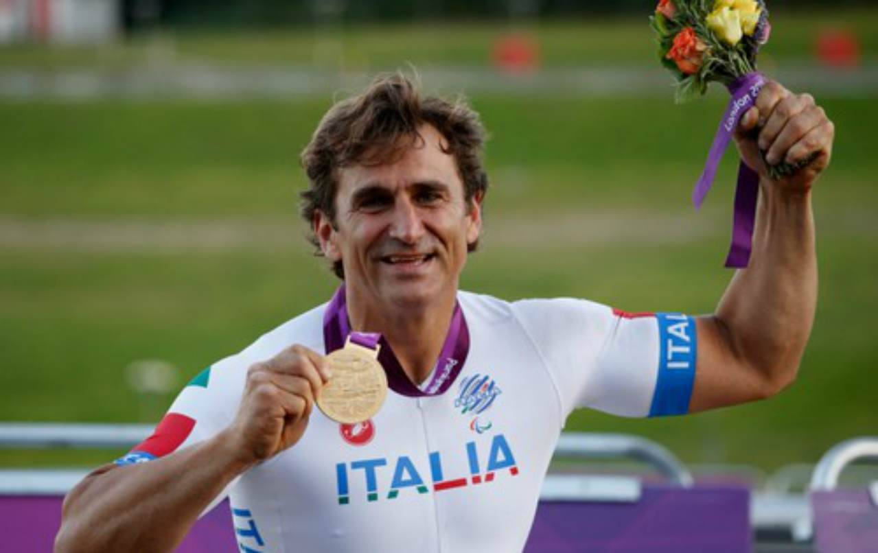 Alex Zanardi, l'atleta è stato trasferito all'ospedale di Padova: