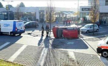 Como: furgone precipita e travolge un'auto, grave una donna