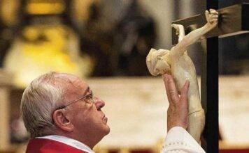 Fedeli, attenzione! Da domenica cambiano preghiere e parole: il nuovo Messale