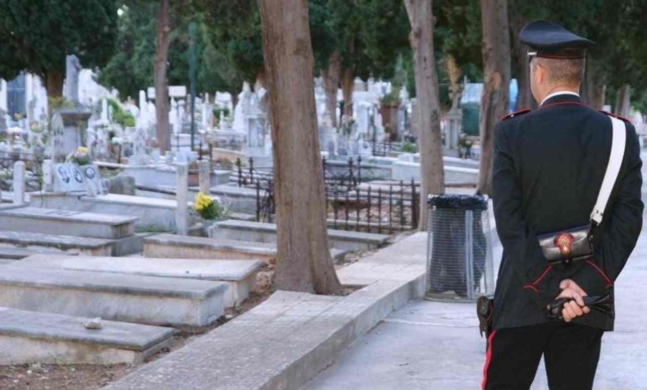 Furti al cimitero