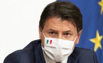 """Il premier Conte alla Camera per la fiducia, Salvini: """"Elezioni subito"""""""