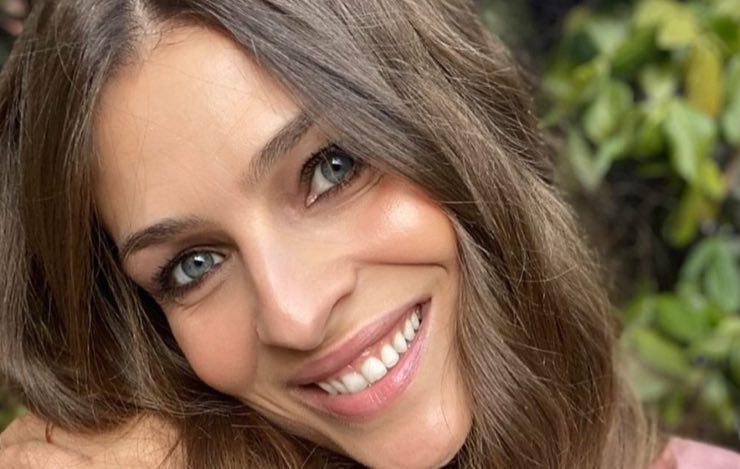 Oggi è una delle donne più belle d'Italia, qui una bambina: chi è?