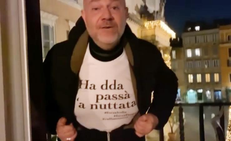 Giulio Golia, il messaggio ai fan: la frase sulla maglia dice tutto
