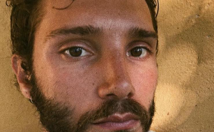 Stefano De Martino: Santiago non guarda il suo papà in tv, ma...