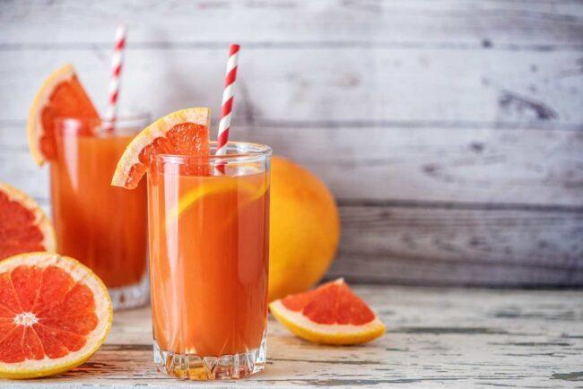 Il succo di arancia non è solo una bevanda gradevole ma ha anche importanti proprietà e benefici. Siamo sicuri che faccia bene berla tutti i giorni?