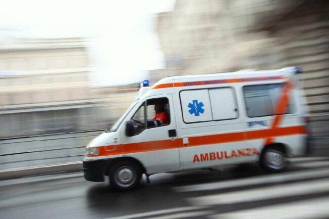 Covid - Ambulanza, immagine di repertorio (Google Images)