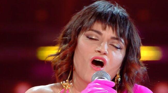 Sanremo 2021, La rappresentate di Lista: look ed esibizione esplosivi