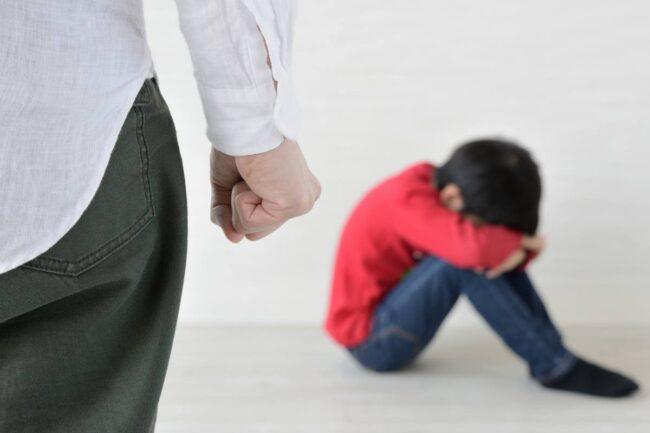 Mamma picchia bambino, immagine di repertorio (AdobeStock)